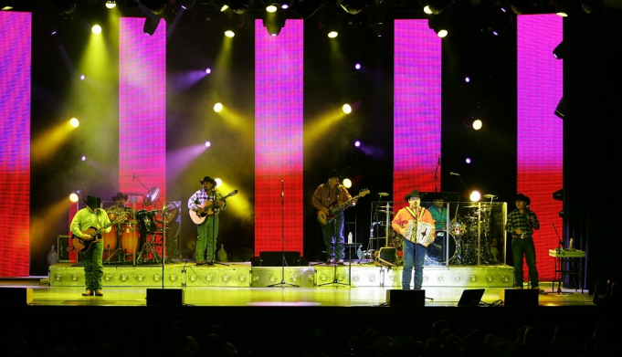 Intocable at Murat Theatre